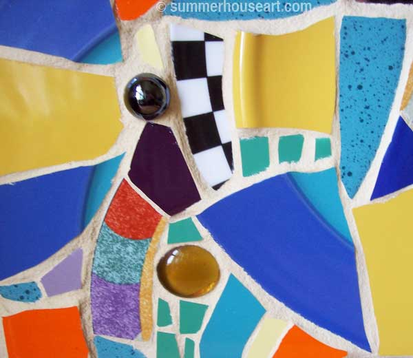 detail, Pique Assiette mirror, by Helen Bushell, summerhouseart.com