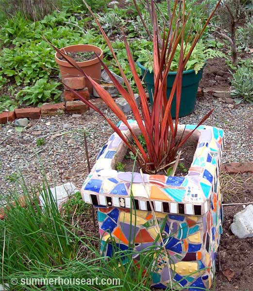 mosaic-in-herb-gardenwm