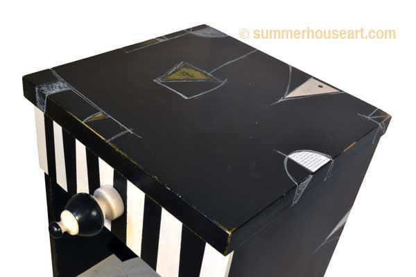 Black side striped drawer