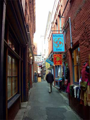 Fan Tan Alley,  Victoria BC, photo summerhouseart.com